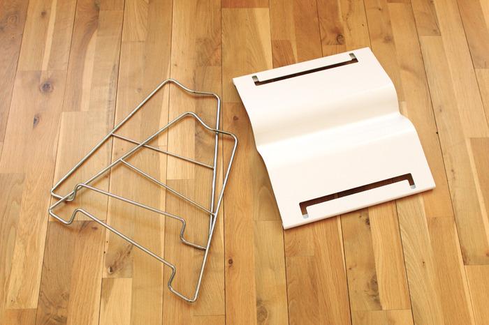 Three materials: aluminum base, stainless steel frame, optional anti-slip cork padding on bottom