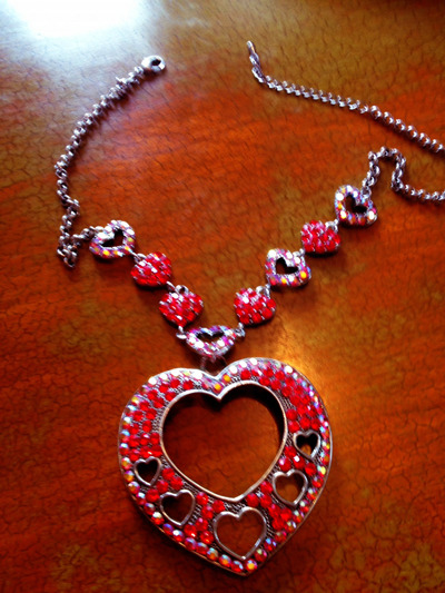 """PICTURE 2: ONLY 1 AVAILABLE! THE NECKLACE SHE WORE IN THE """"LICK IT"""" VIDEO"""