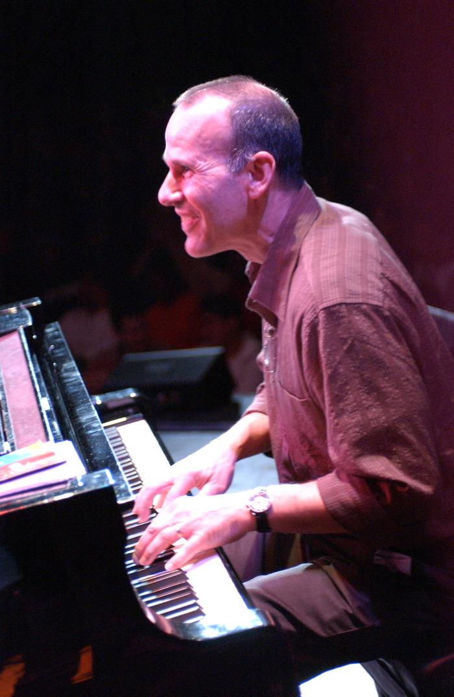 Russell Ferrante, piano