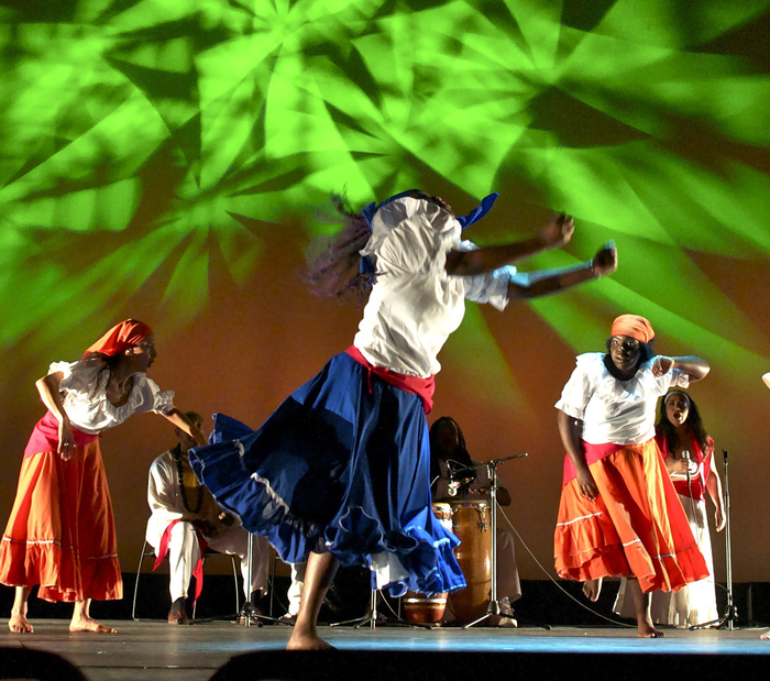 Areito Borincano give us the dances and rhymns of Puerto Rico. (Photo by: Sue Brenner)