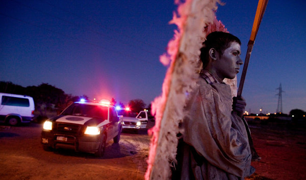 http://www.nytimes.com/2011/11/10/world/americas/angels-in-ciudad-juarez-try-to-reduce-violence.html?_r=0