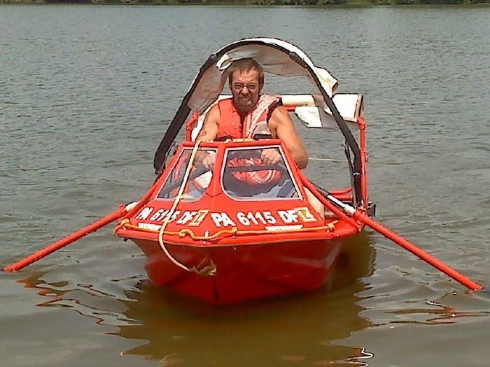 My friend Keith testing our oar design !