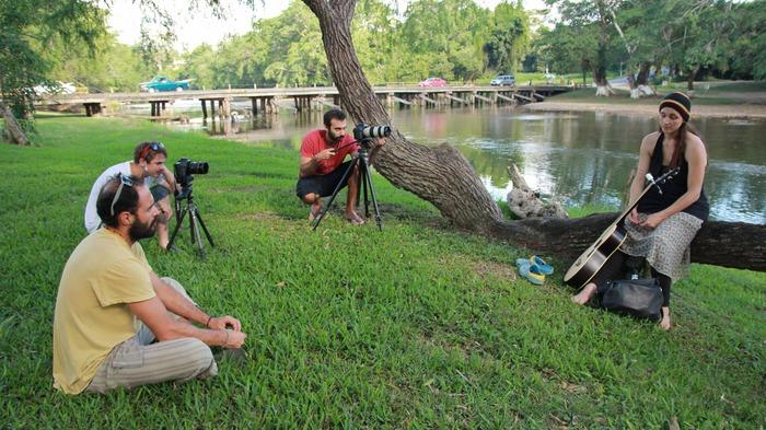 El Crew entrevistando a Andrea Joy en San Andrés, Belize.