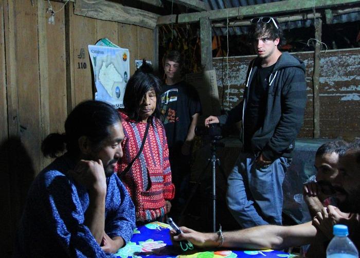 El Crew con Sato y Don Kayum en la Selva Lacandona, Chiapas, México.