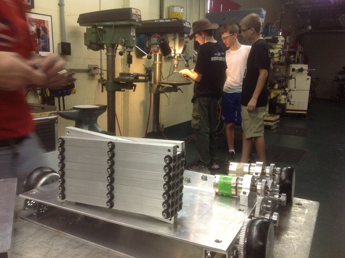Working together to build a custom scissorlift.