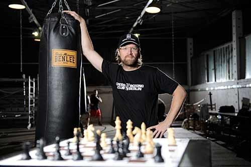 """Chessboxing's Inventor - Dutch performance artist Iepe """"The Joker"""" Rubingh (Photo: TipBerlin)"""