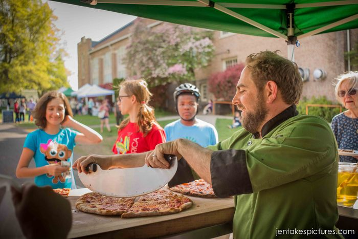 Aaron happily serving up slices at the Gorge Grown Farmers Market