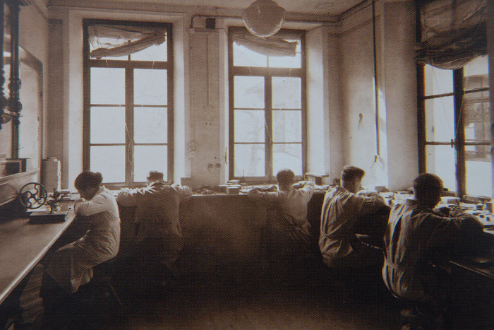 watchmakers at Manufacture A.Manzoni & Fils 1930