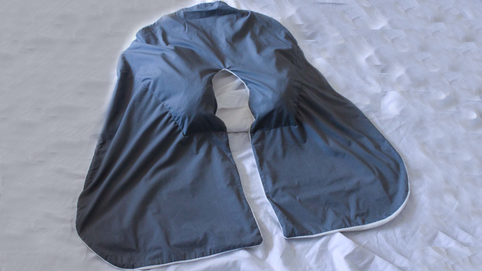 bundel Journey with some shirts stuffed into the pillow pocket