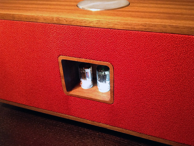 The Duo is separated into two groups: the analog side and the digital side. The heart of every Tubecore system rest with it's Hybrid Tube Amplifier.