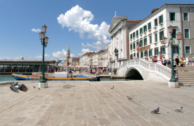 Take in Cinque Terre, Venice and the Italian Alps in the stunning Northern Italy tour from Virtual Active.