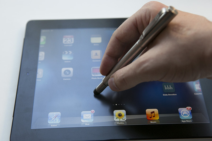 The responsive 8mm stylus tip works great on touch screen devices