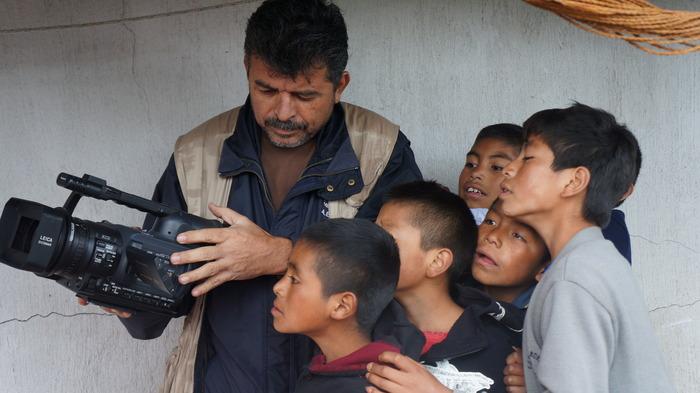 René Soza, Cinematographer, with children from Tajumulco, San Marcos - Photo by Bea Gallardo