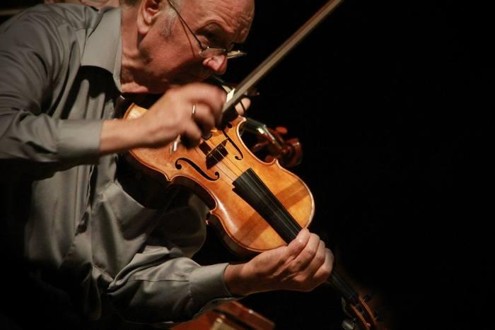 Howard Lyon, violin