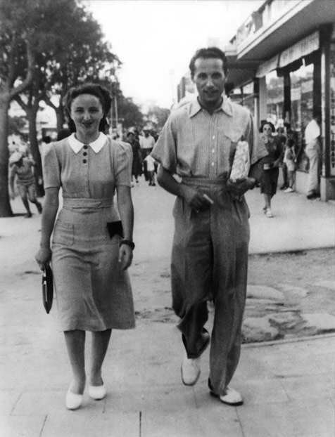 Miriam and Rudi stroll through Tel-Aviv, in the late 1930's