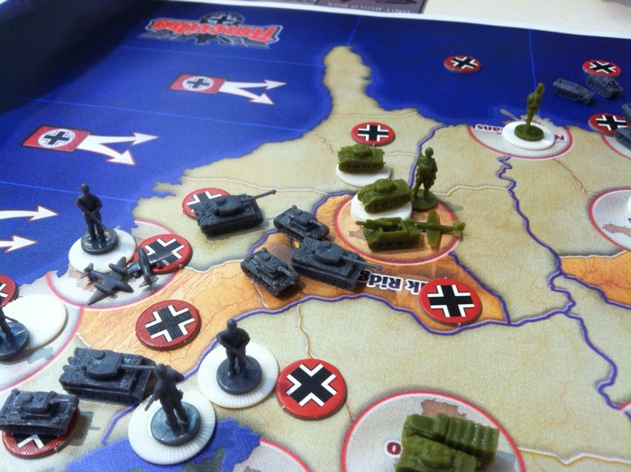 Pieces shown are used to demo game and are different from those included in AMERIKA.
