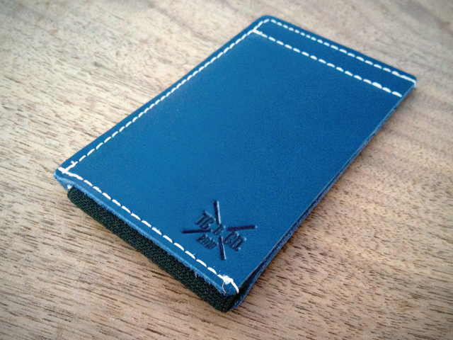 The Clean-Cut Wallet: the perfect combo of leather and elastic.