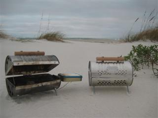 HG2-Deluxe (left) and HG2 (right) on the beach