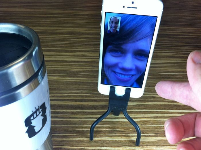 Tripod mode: hands-free FaceTime