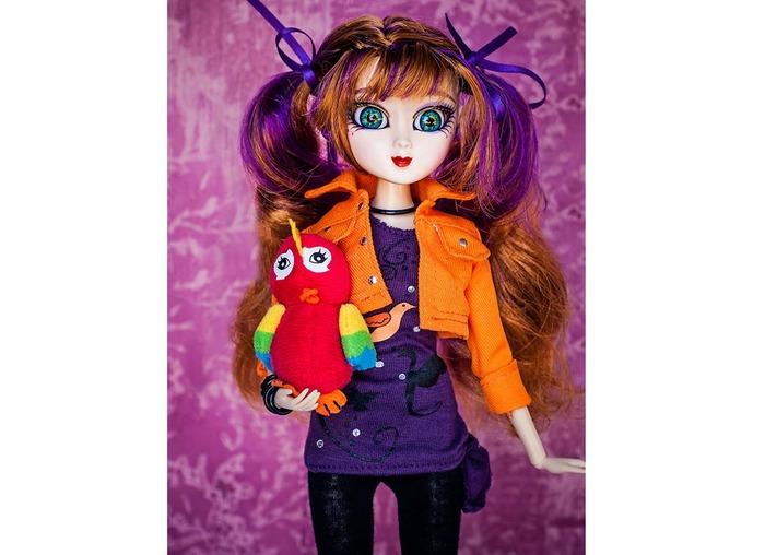 Evee with her pet parrot Lulu