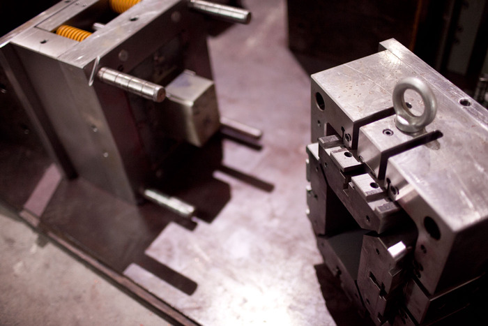 Injection tooling for amp box