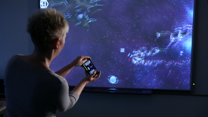 Using a phone to pilot your ship!