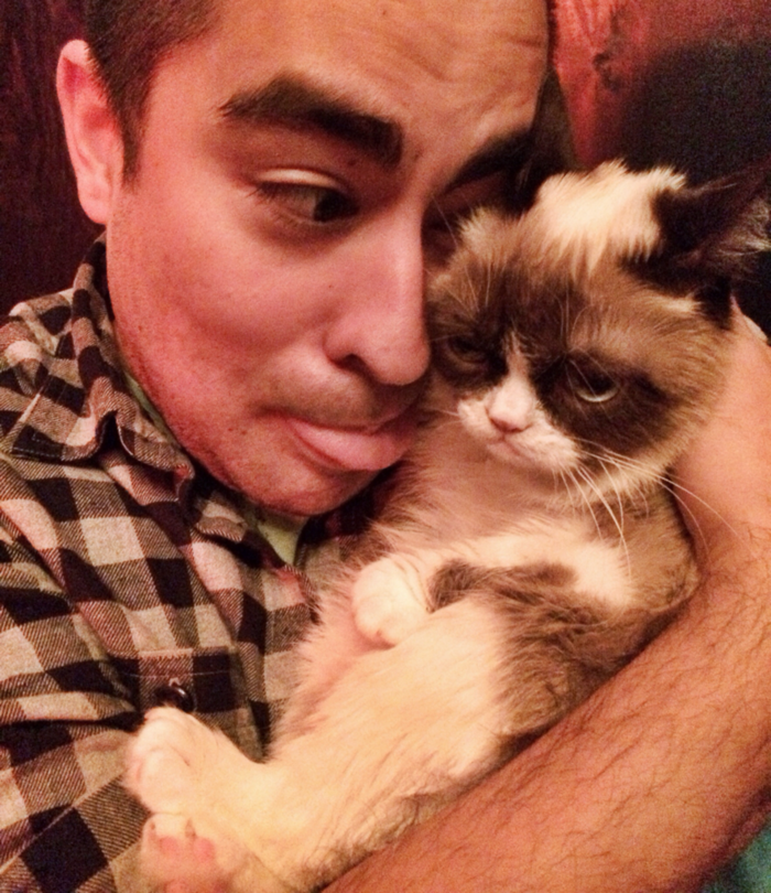 HUGGED GRUMPY CAT!