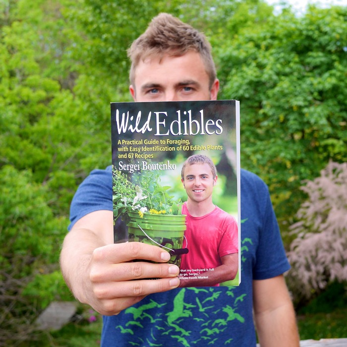 Wild Edibles: A Practical Guide to Foraging, with Easy Identification of 60 Edible Plants