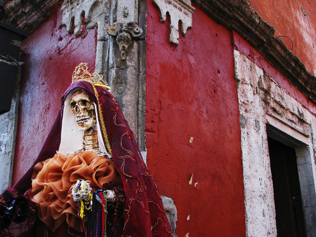 Nuevo Laredo, a new dance theater work by Gabriella Barnstone/El Gato Teatro's video poster