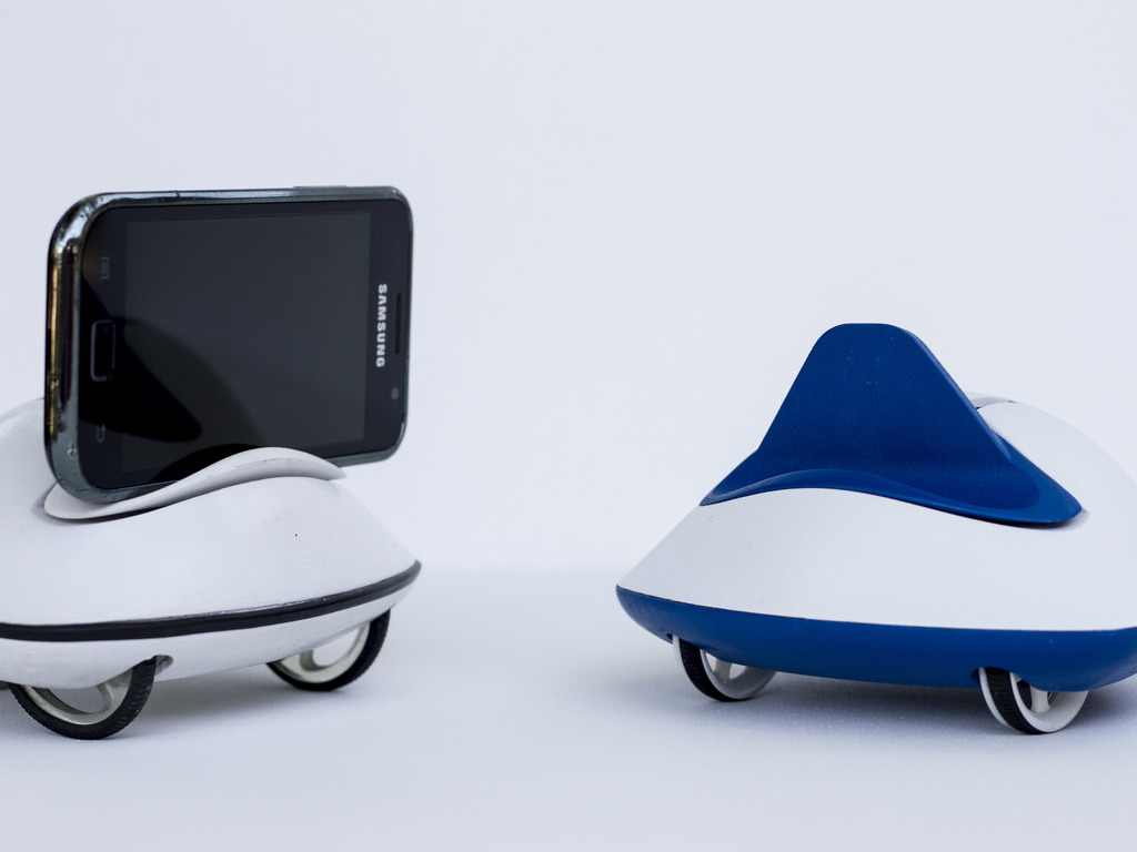 Botiful, social telepresence robot for Android's video poster