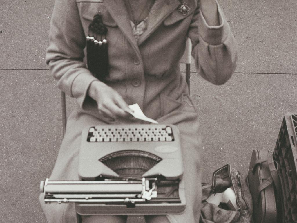 Jacqueline Suskin's Book Tour 2011's video poster