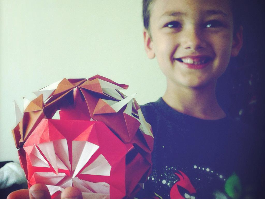 Kusudama : decorative origami sphere's video poster