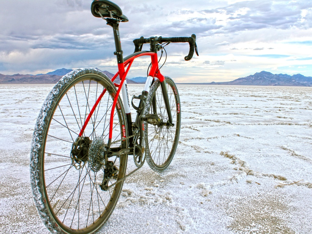 The Viaje Bicycle: Engineered for Adventure's video poster