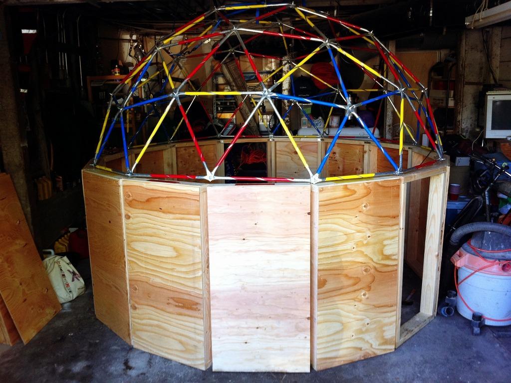 Solarium - A solar planetarium in the desert's video poster