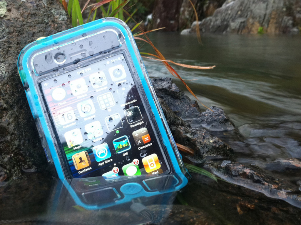 EscapeCapsule - Waterproof iPhone 4 Case's video poster