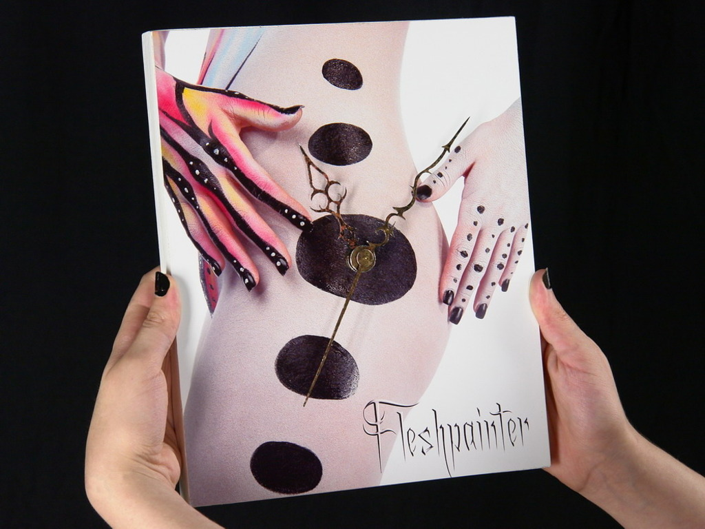 Body-Paint Clocks by Fleshpainter's video poster